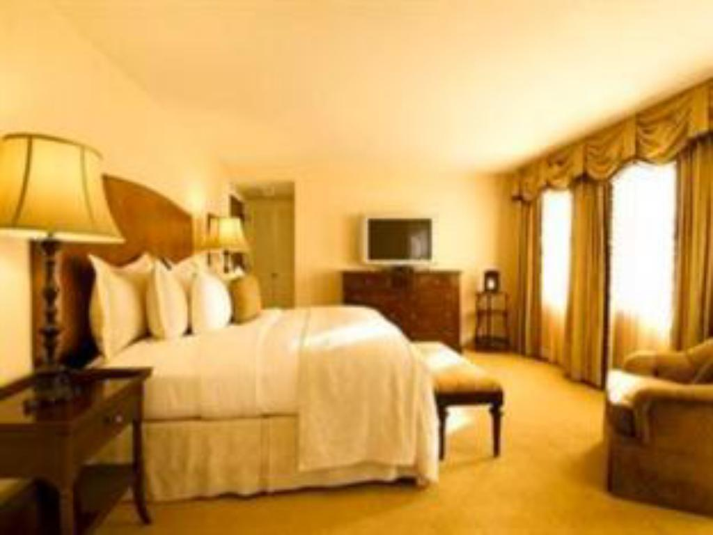 1 Bedroom Executive Tower King Suite