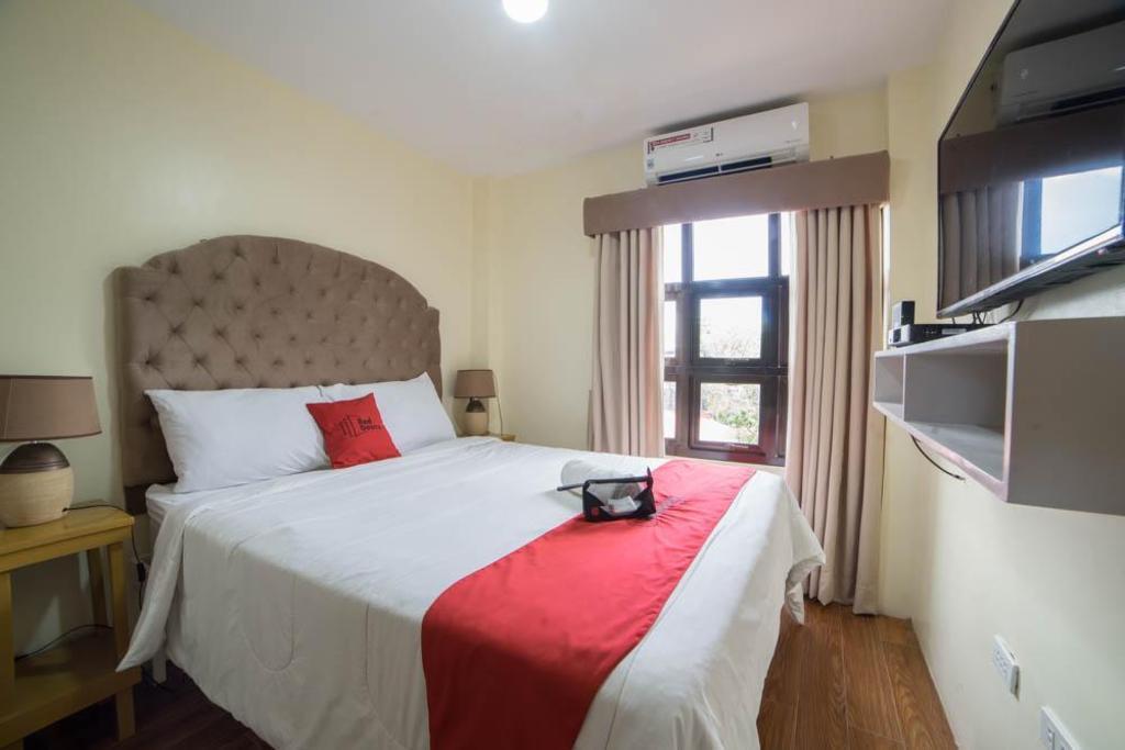 RedDoorz Plus @ Ruby Las Pinas, Manila - Room Rates, Photos