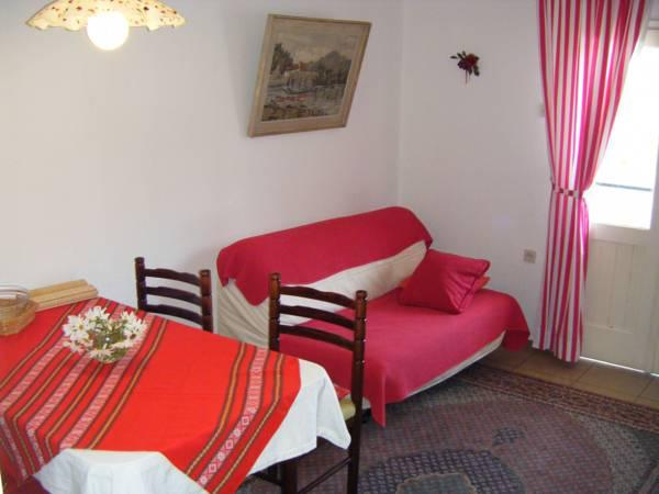Apartament cu 2 dormitoare, cu balcon şi vedere la grădină (Two-Bedroom Apartment with Balcony and Garden View)
