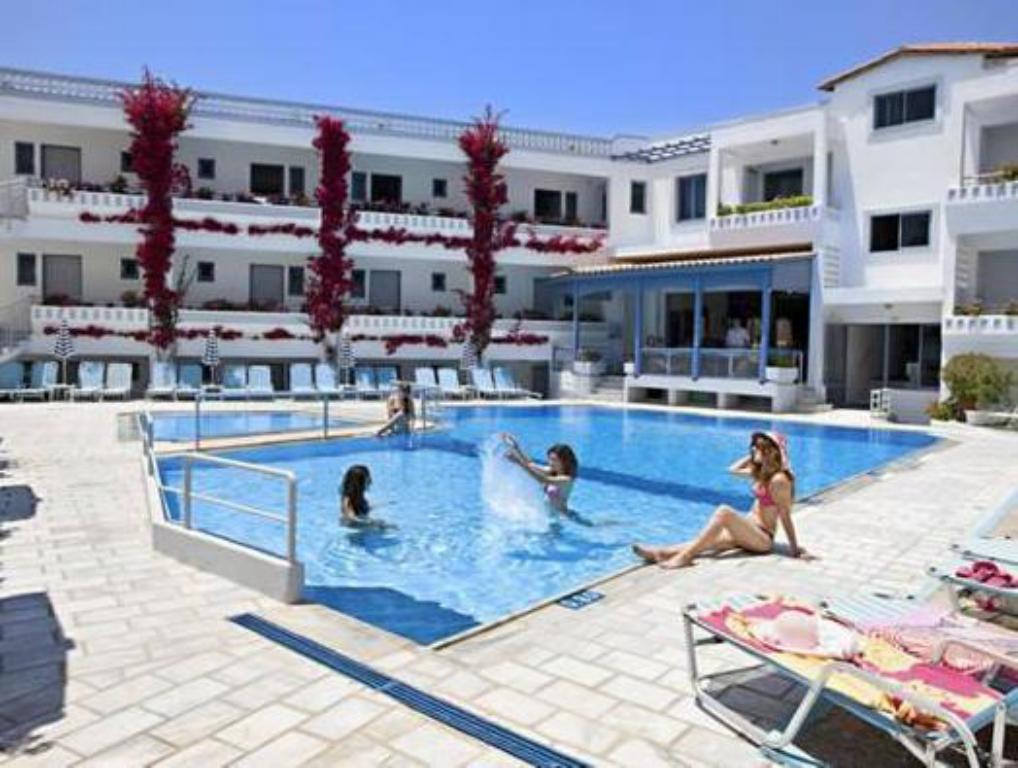 Piscină Ariadne Hotel Apartment