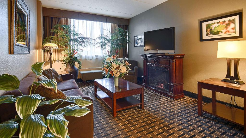 Lobby Best Western Plus Sterling Hotel and Suites