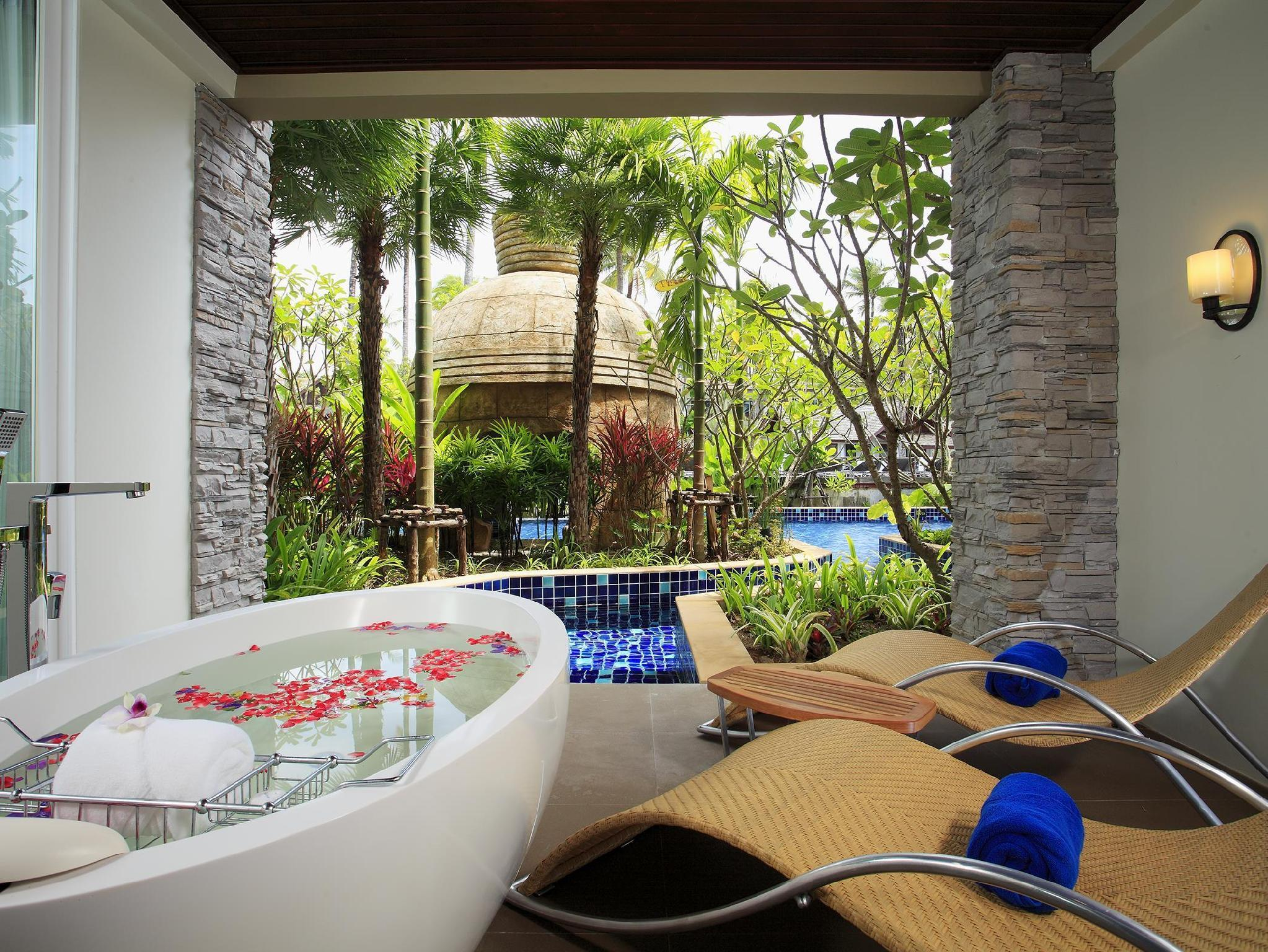 Svit vid pool (Suite Pool Side)
