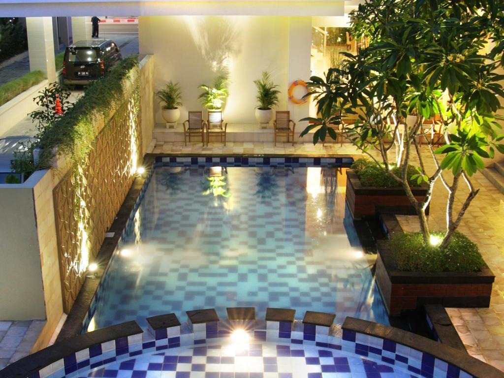 Quin colombo hotel yogyakarta in indonesia room deals photos reviews for Jogja plaza hotel swimming pool