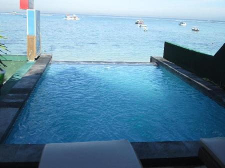 Piscina exterior Lembongan Made Inn