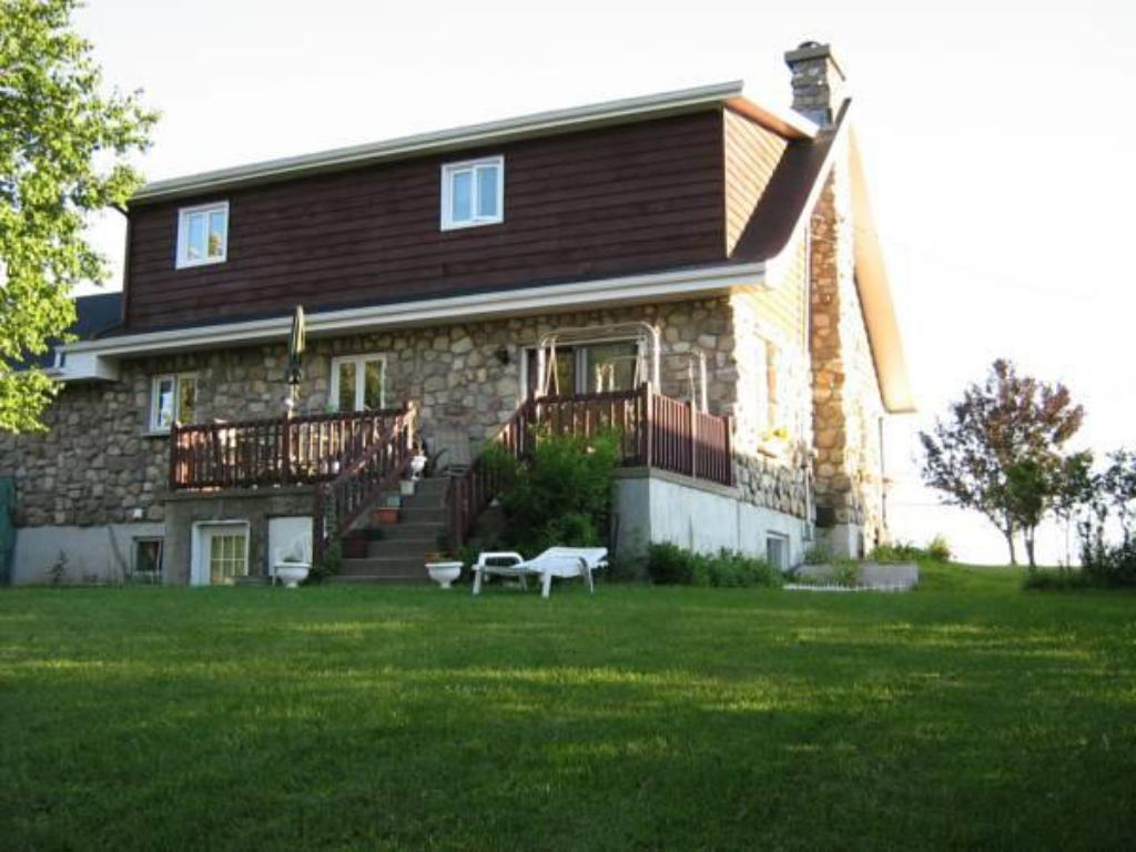Best Price on Gite de la Maison Canadienne in Sainte-Luce (QC) + ...