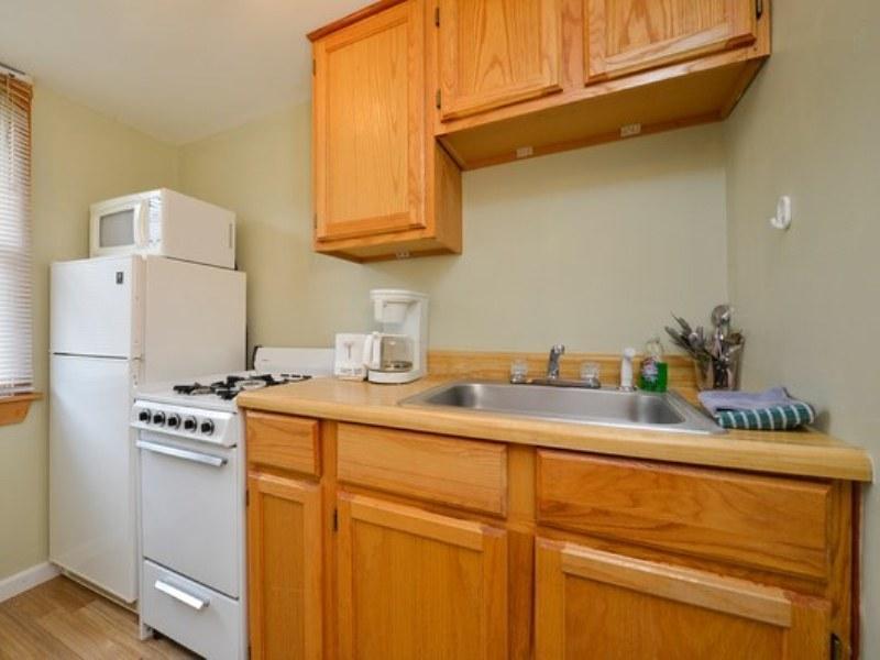 Deluxe Cottage   Kitchen Americas Best Value Inn U0026 Cottages   Wells, ...