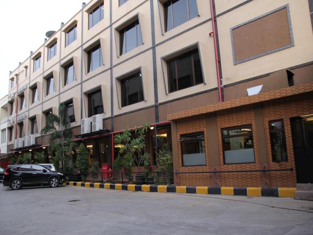 Joe Hotel In Tangerang Room Deals Photos Reviews