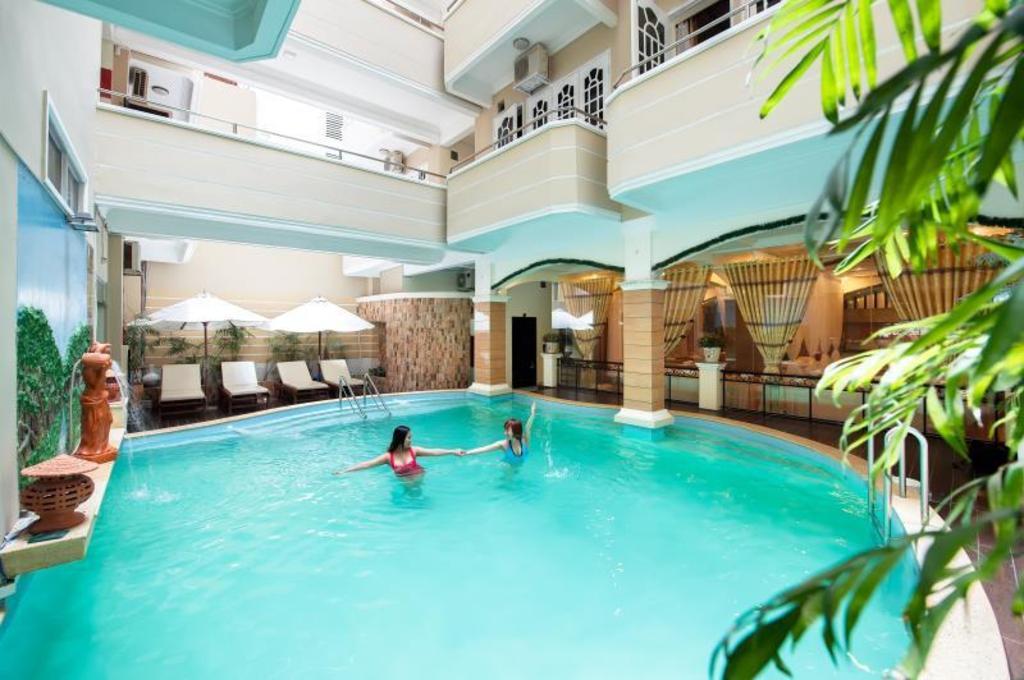 Swimming Pool Palm Beach Hotel