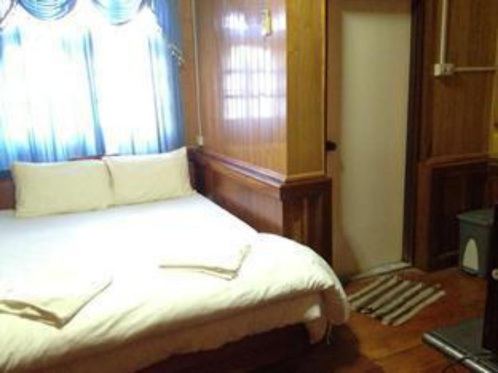 Standard Double Bed - Bed TouTou Guest House