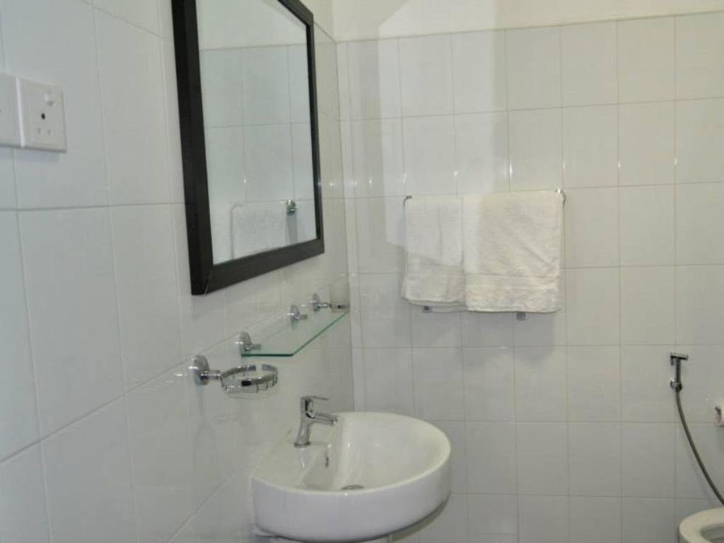 Bathroom Katharagama Safari Hotel