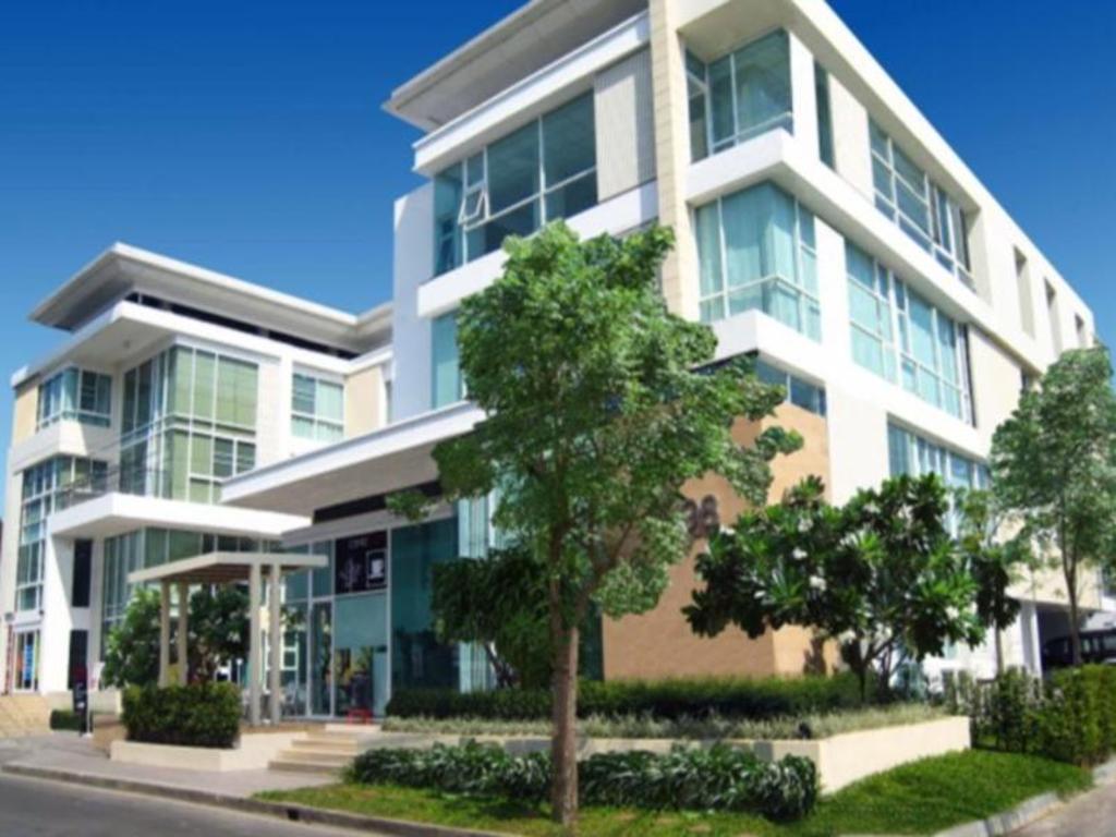 hotels near rajamangala stadium bangkok best hotel rates near