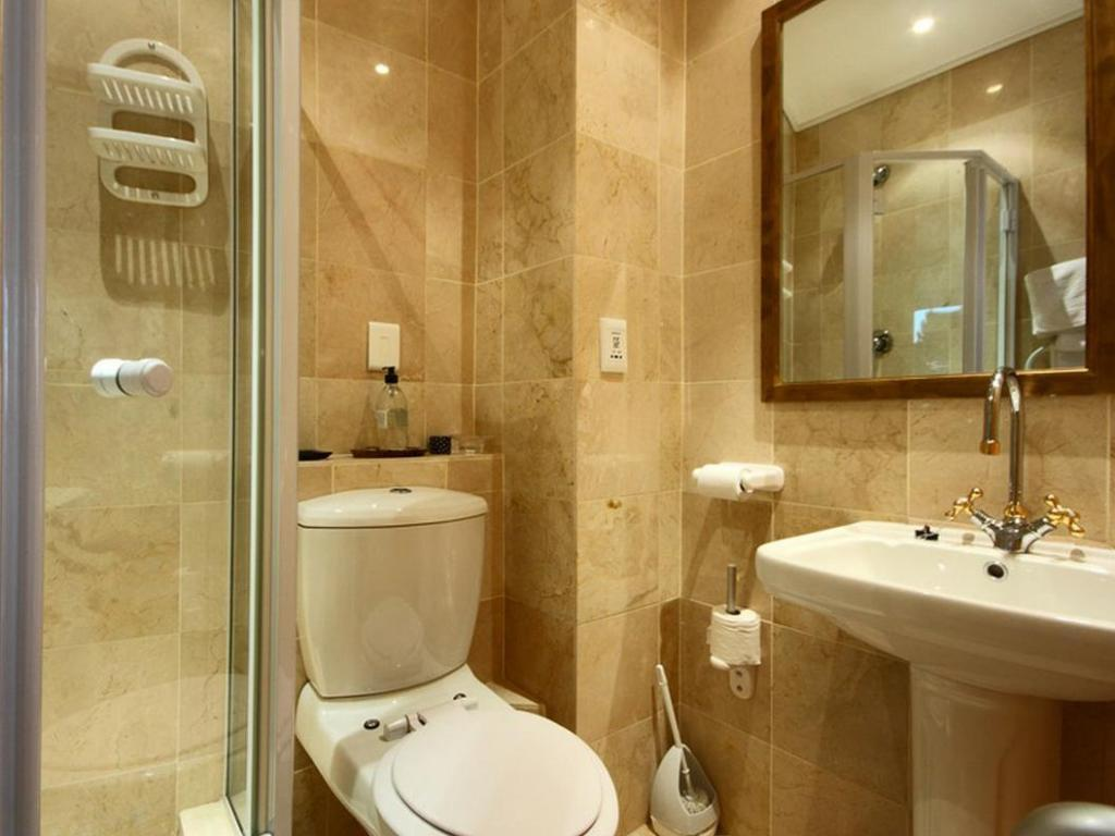 Standard Room - Bathroom Balfour Place