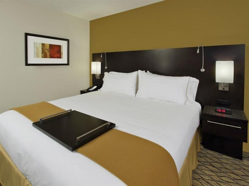 Two Queen Beds Non-Smoking Holiday Inn Express - Colorado Springs - First & Main