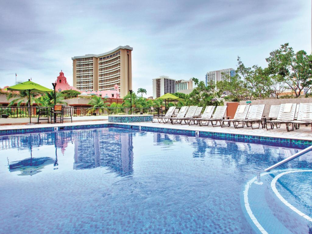 Kolam renang Holiday Inn Resort Waikiki Beachcomber