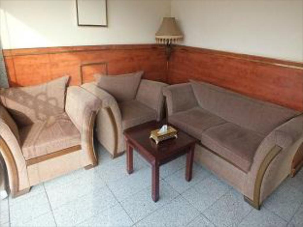 Лоби Al Qaswaa Hotel Apartment 1
