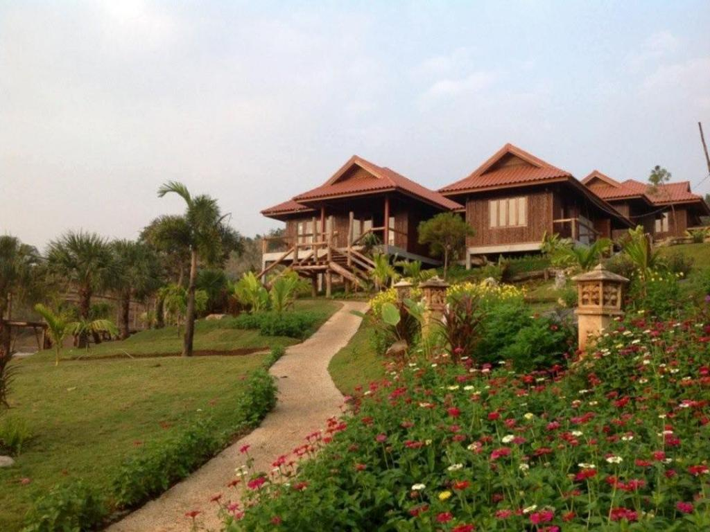 More about Maan Mek Talay Mok Resort