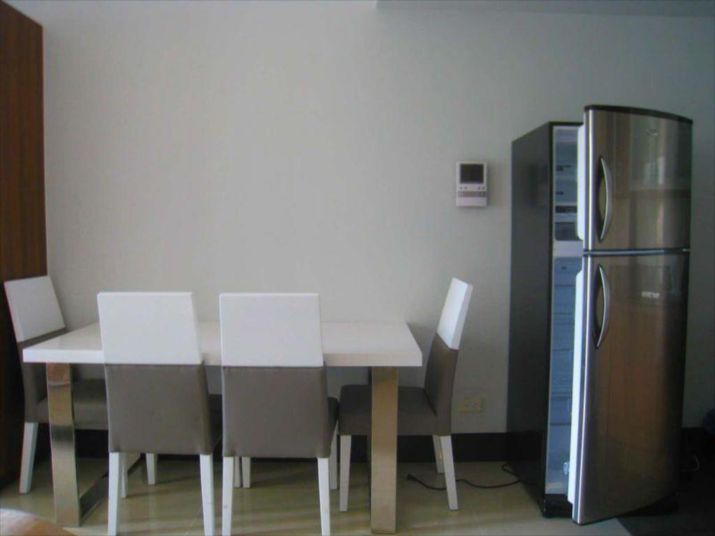 Admirable One Livable Area In Greenbelt Excelsior Condominium Download Free Architecture Designs Rallybritishbridgeorg