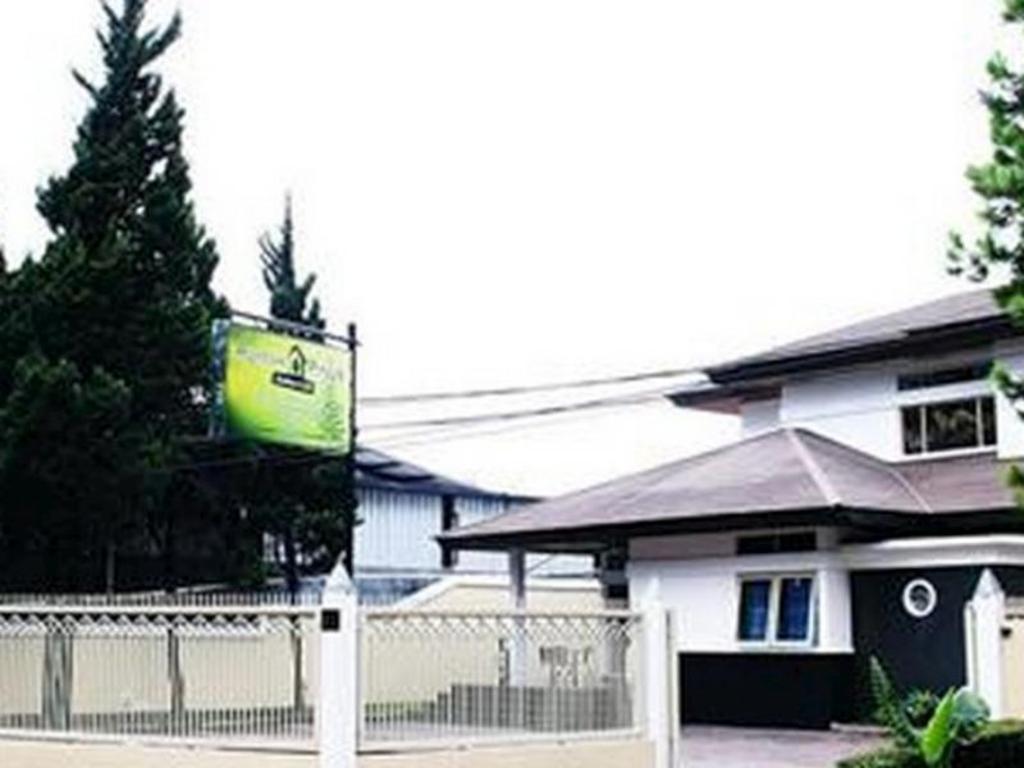 Rumah Pinus Guesthouse Cafe