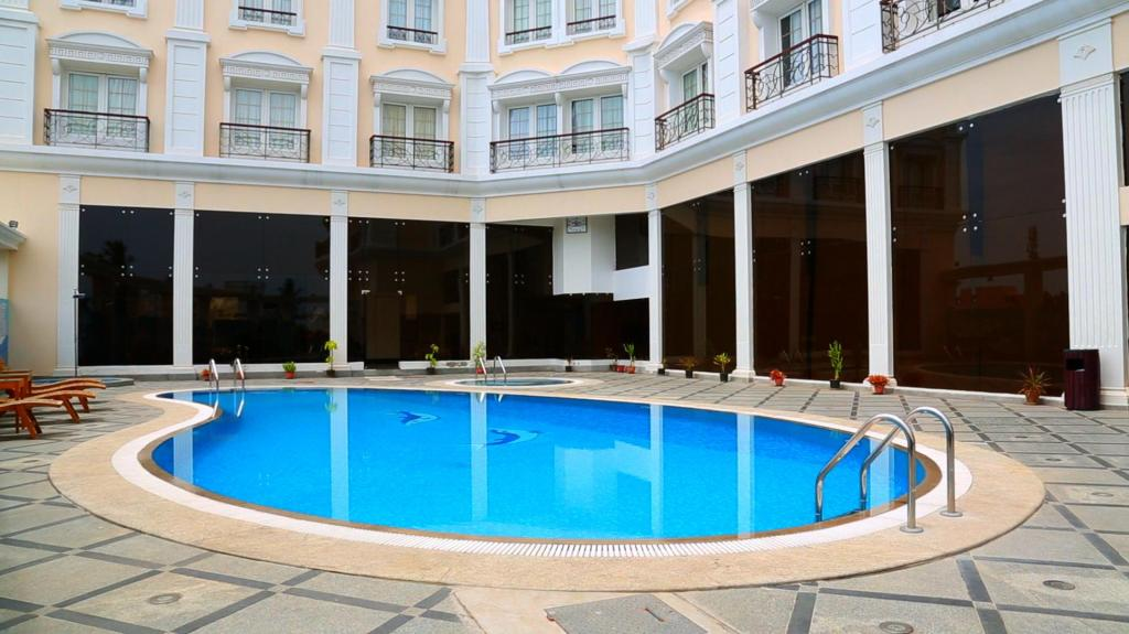 Hotel le royal park in pondicherry room deals photos reviews for Hotels with swimming pool in pondicherry