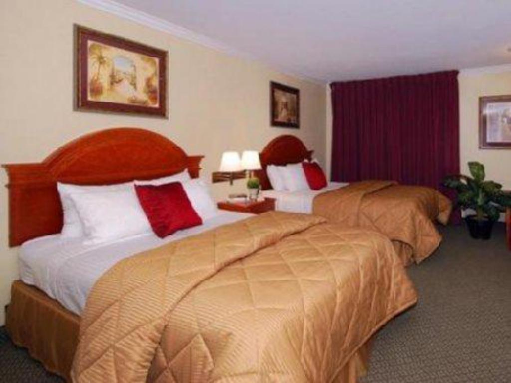 Queen Room with Two Queen Beds Laguna Hills Inn by Irvine Spectrum