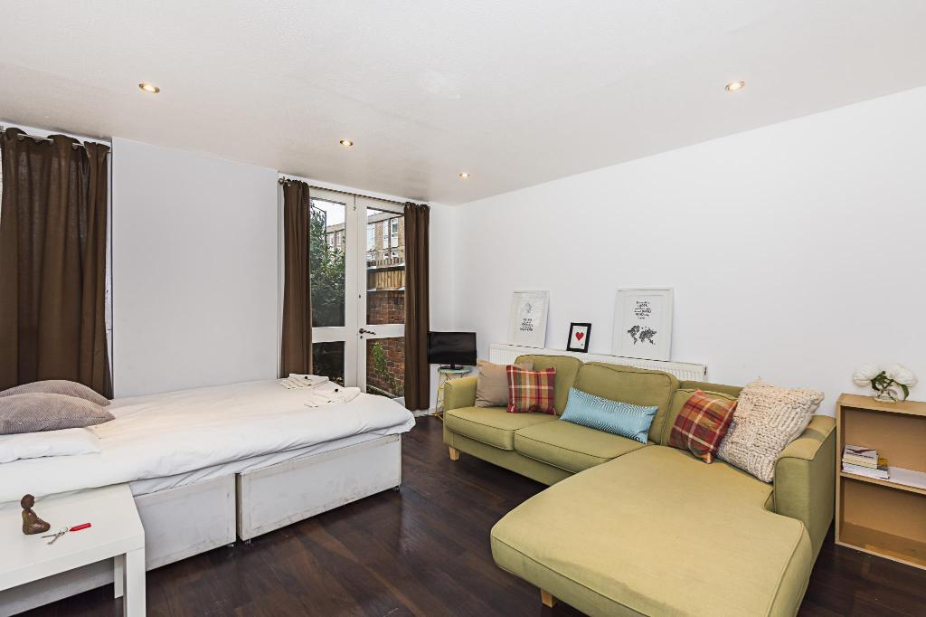 SIMPLE PRIVATE ROOM IN KENNINGTON.