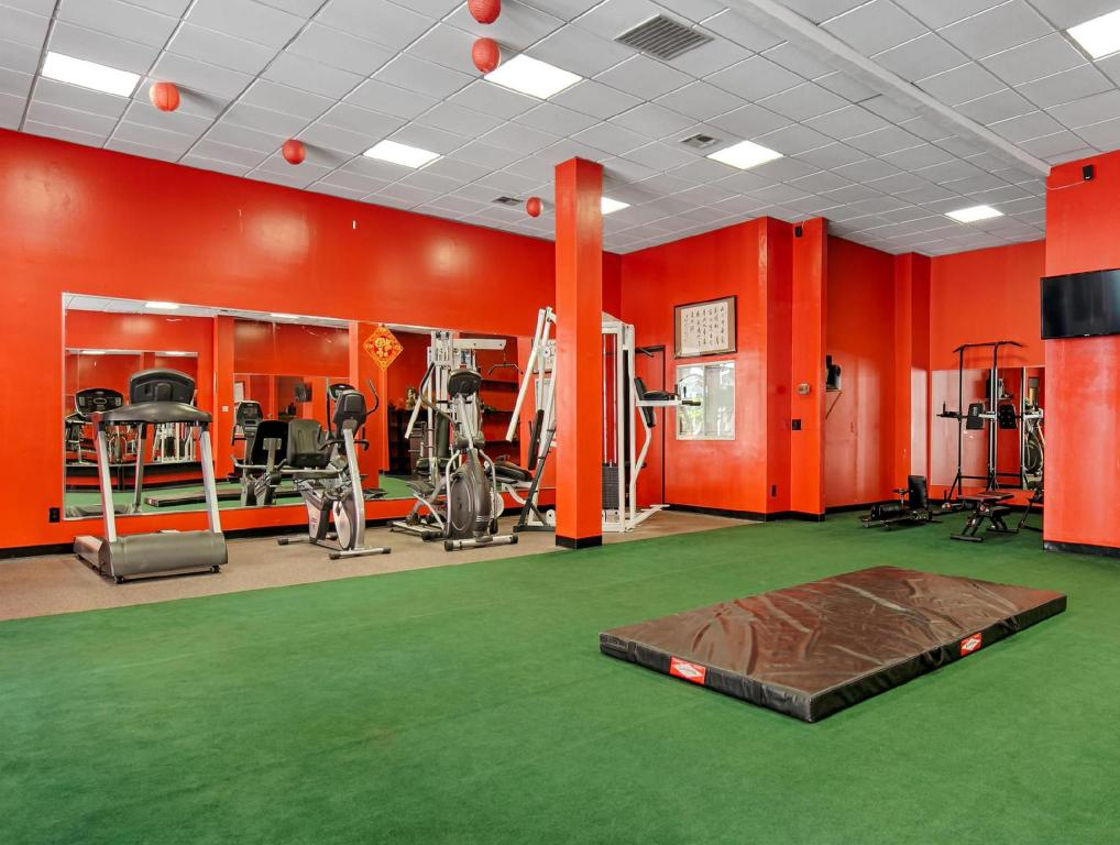 Fitness center Best Western Plus Dragon Gate Inn