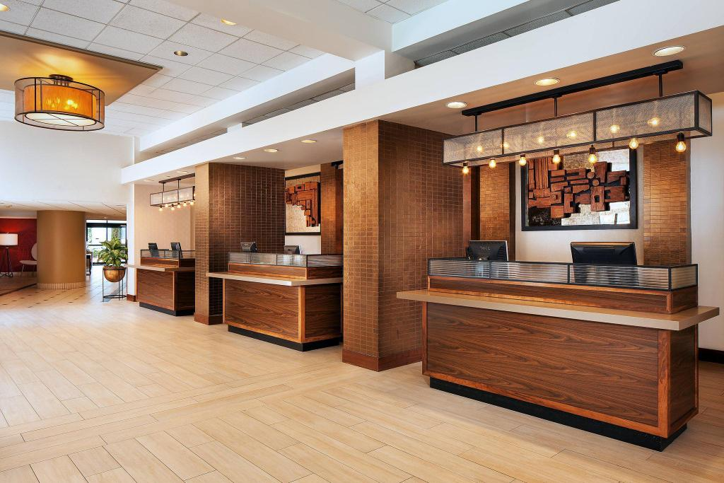 Hành lang Four Points by Sheraton Los Angeles International Airport