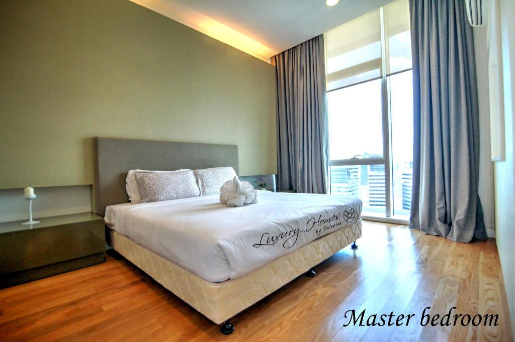 1 Bedroom Business Suite - Bed Platinum Suites KLCC by Vale Pine Luxury Homes