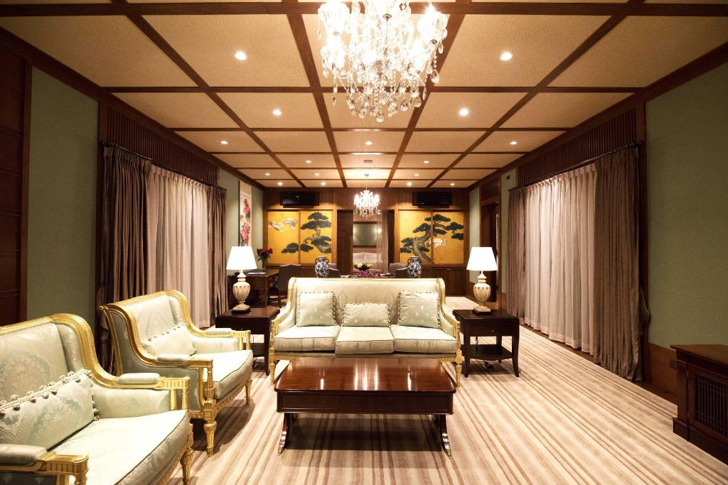 4-Bedroom Emperor Suite - Room plan