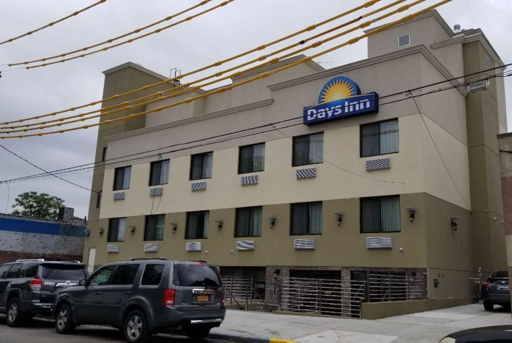 days inn by wyndham brooklyn marine park new york ny. Black Bedroom Furniture Sets. Home Design Ideas