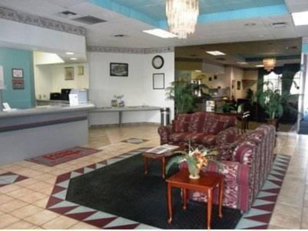 Reception Econo Lodge Inn & Suites
