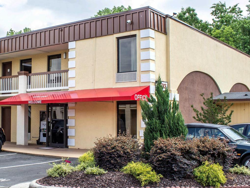 More about Econo Lodge Research Triangle Park