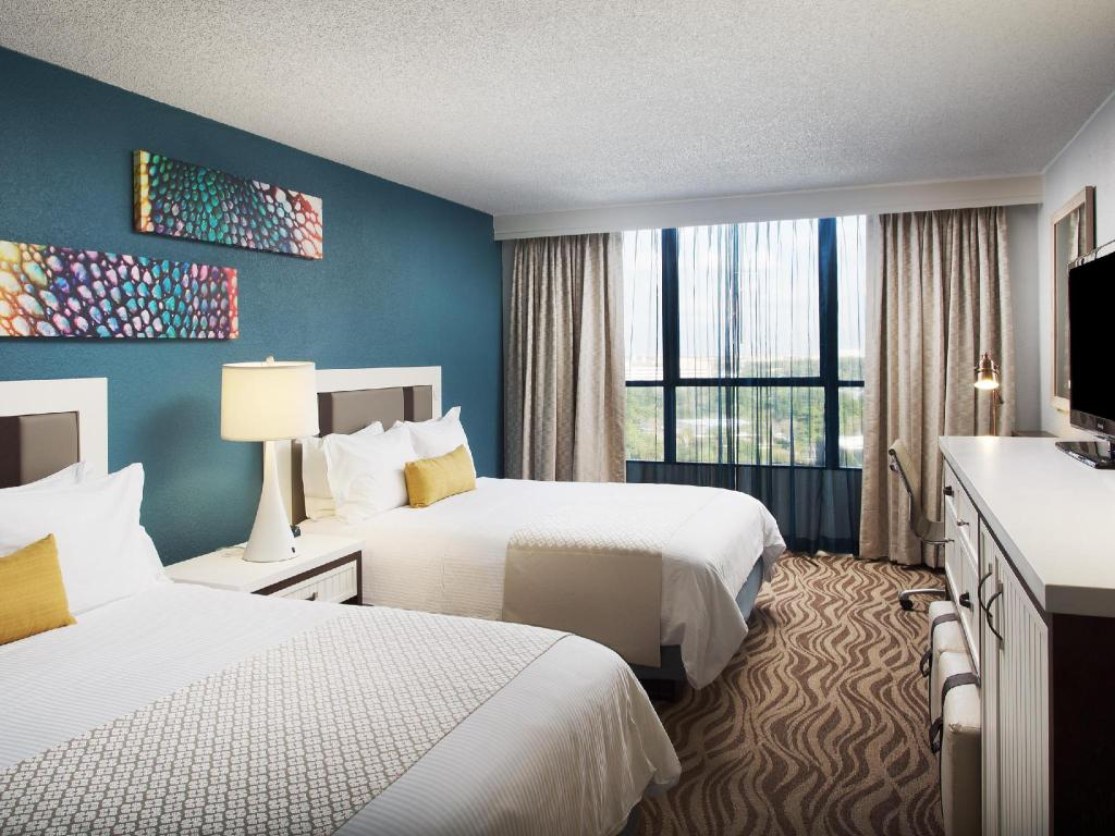 Disney View Tower Room with Two Double Beds - Guestroom Wyndham Lake Buena Vista Disney Springs Resort Area