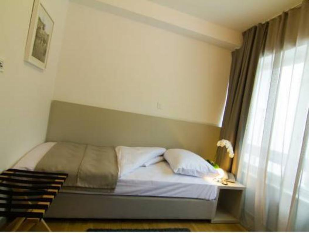Triple Room (1 king bed) (non refundable)