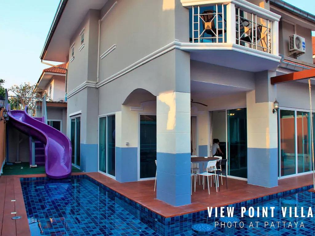 500 négyzetméteres, 7 hálószobás, 7 saját fürdőszobával rendelkező  Jomtien part területén (The Seaside Luxurious Pool Villa by HVT)