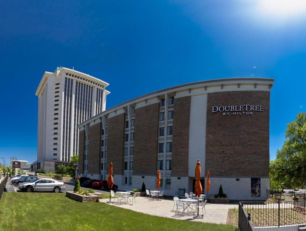doubletree by hilton hotel montgomery downtown in. Black Bedroom Furniture Sets. Home Design Ideas