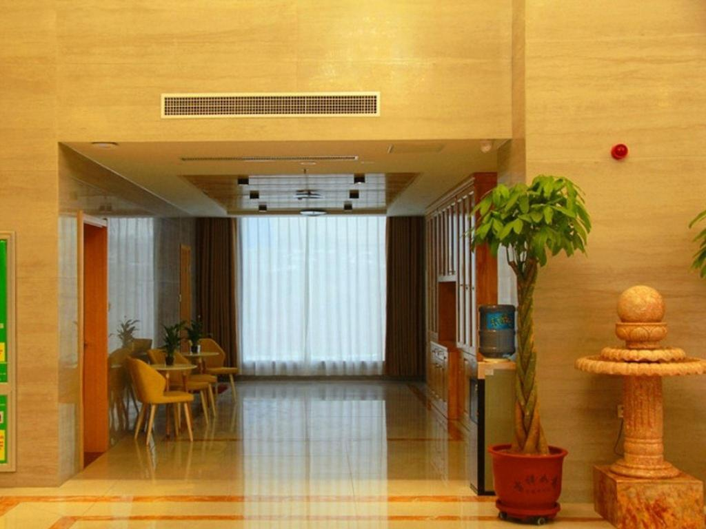 Фойє GreenTree Inn Luoyang Train Station Zhuangyuanhong Road Hotel