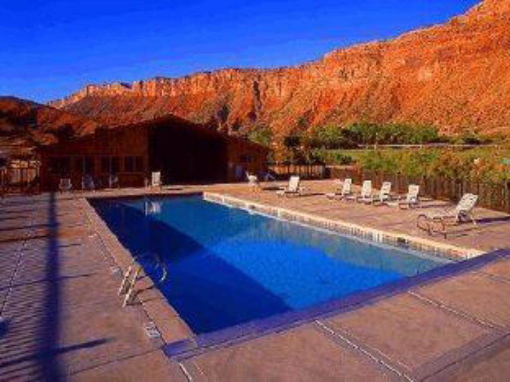 Swimming pool Red Cliffs Lodge