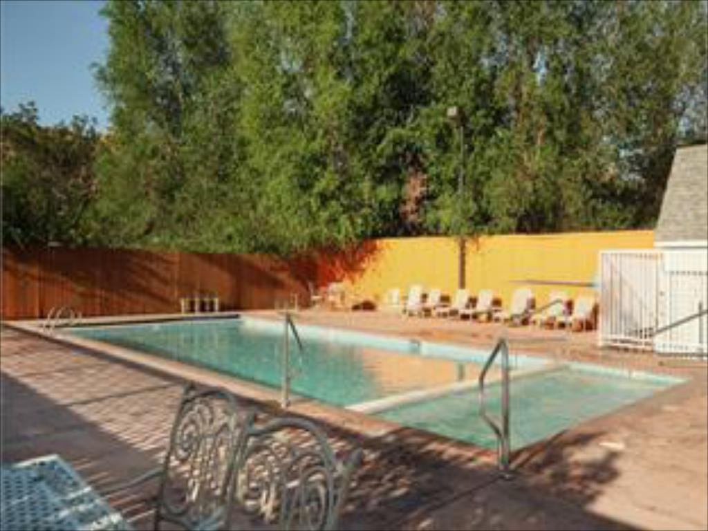 Swimming pool River Canyon Lodge