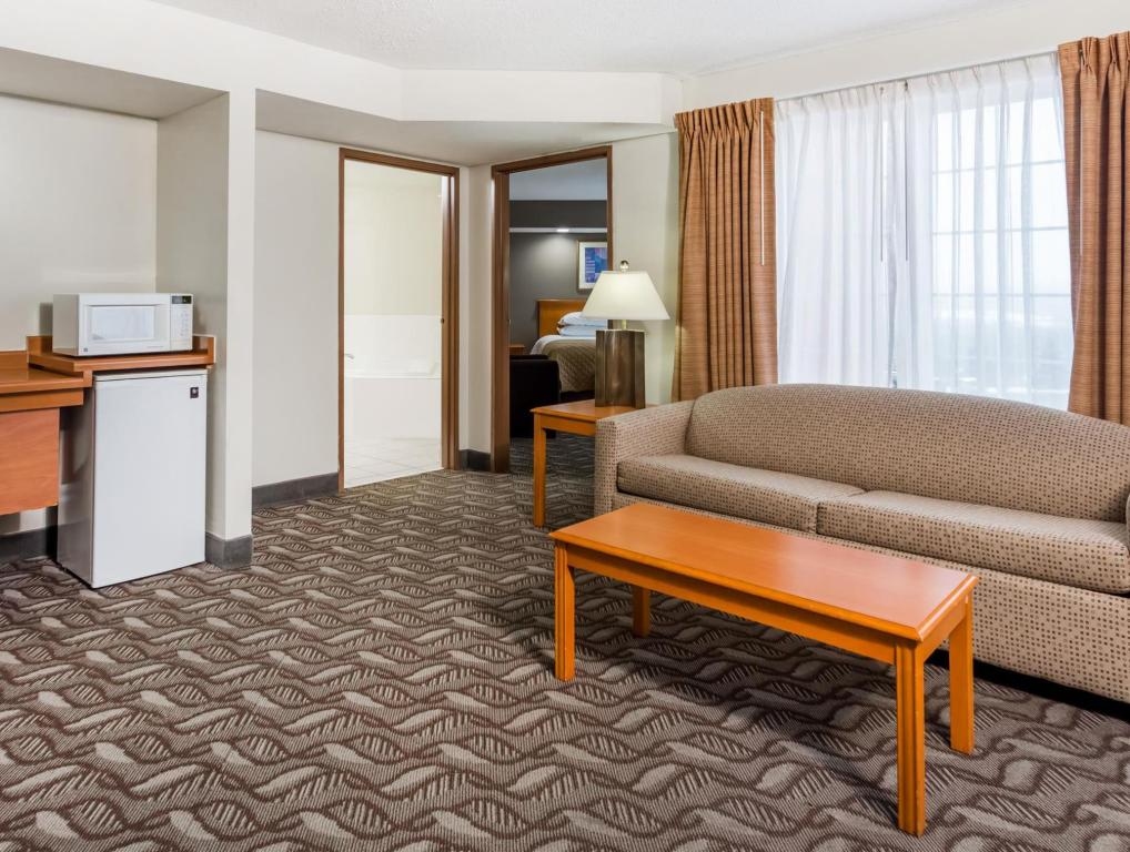 Vista Interior Quality Inn & Suites (Wyndham Garden Madison Fitchburg)
