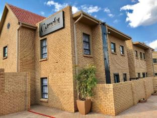 Camelot Guest House & Apartments