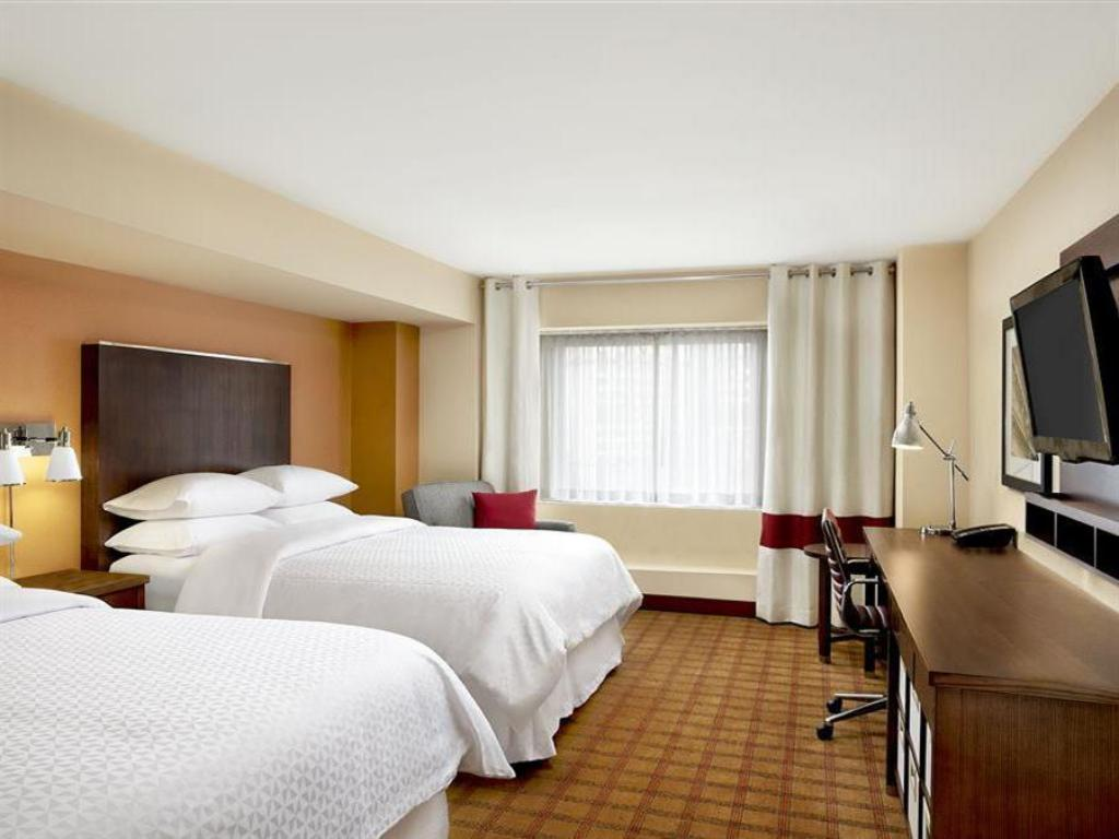 Guestroom Four Points by Sheraton Niagara Falls Fallsview