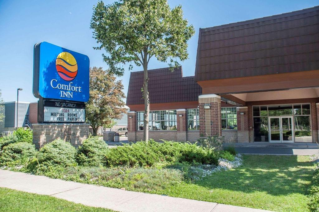 Best Price on Comfort Inn Lundy's Lane in Niagara Falls (ON) + Reviews!