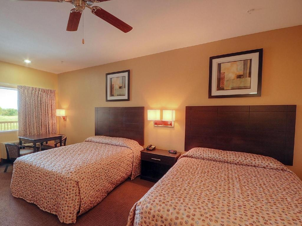 Double with 2 Double Beds - Non-Smoking Days Inn by Wyndham Baytown East