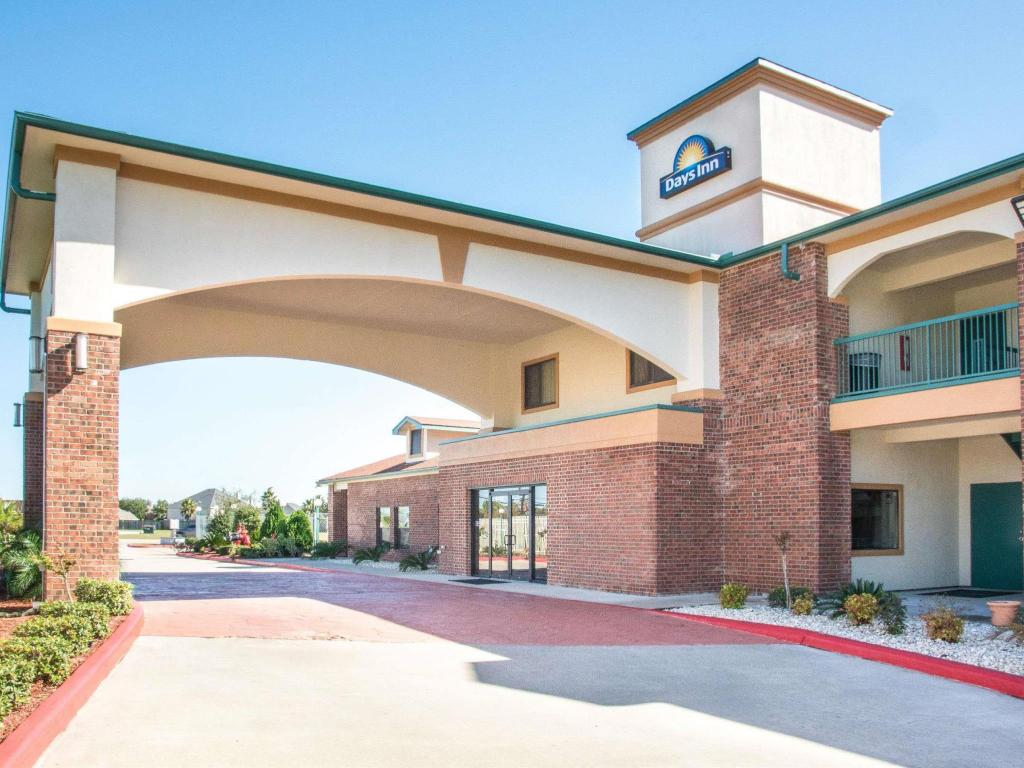 More about Days Inn by Wyndham Baytown East