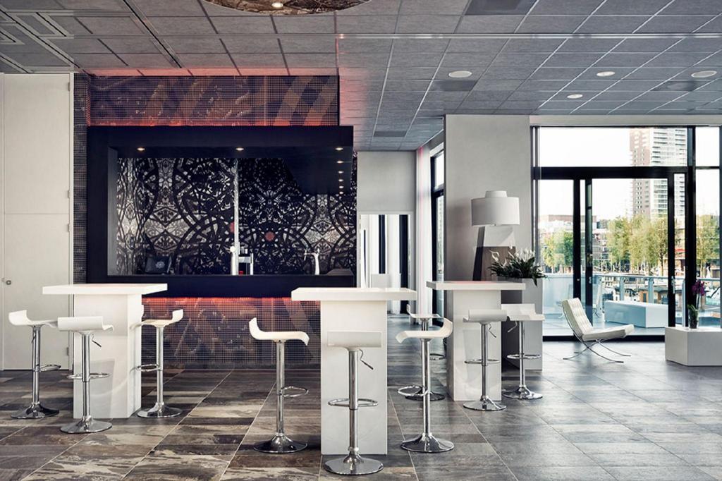 Mainport design hotel in rotterdam room deals photos for Mainport design hotel leuvehaven 77 rotterdam