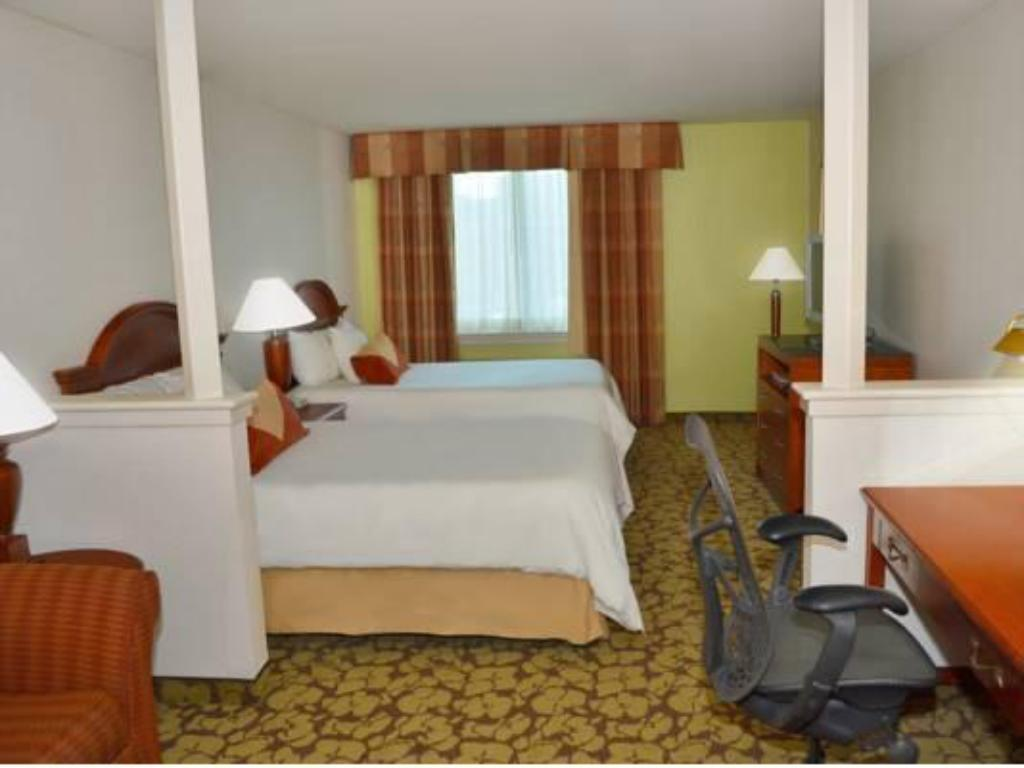 junior suite double bed guestroom hilton garden inn philadelphia center city - Hilton Garden Inn Philadelphia