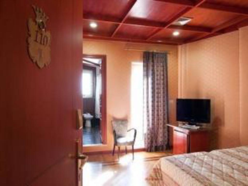 Single Room Hotel Galles
