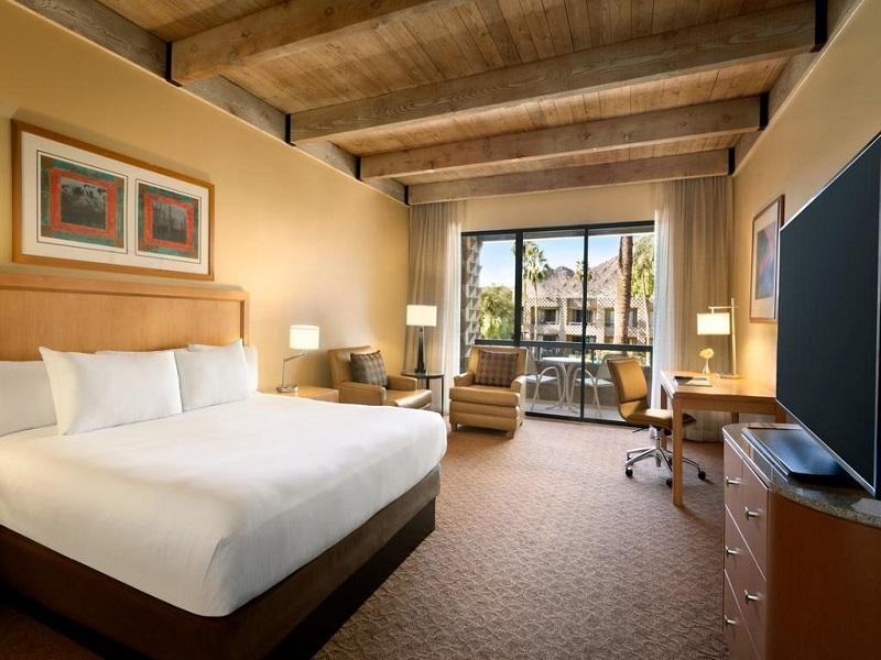 1 King Bed Canyon Suite