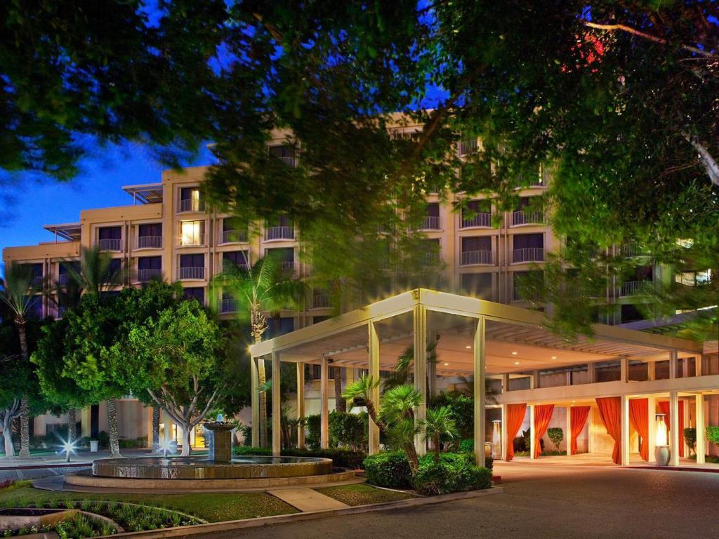 Best Price on Sheraton Crescent Hotel in Phoenix (AZ) + Reviews